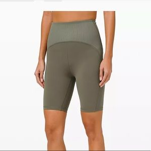 BNWT Lululemon high rise shorts